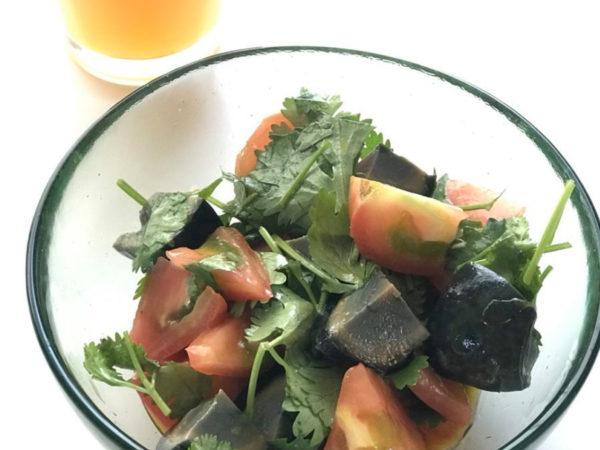 トマトとピータンのサラダのイメージ